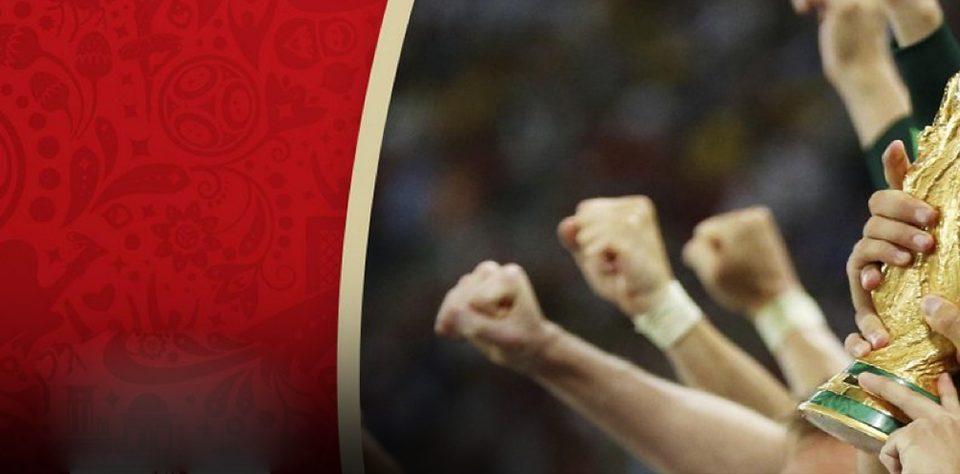 imagen de la copa de la celebración con la copa del mundo de futbol