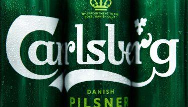 Carlsberg redisena su imagen y elimina el plastico de sus multipacks