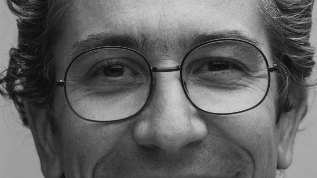 Cara de Yves Zimmermann con lentes